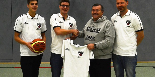 Popp sponsert neue Poloshirts